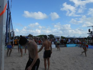 Sur un terrain de beach volley